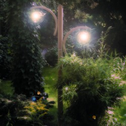 Twin arched garden light
